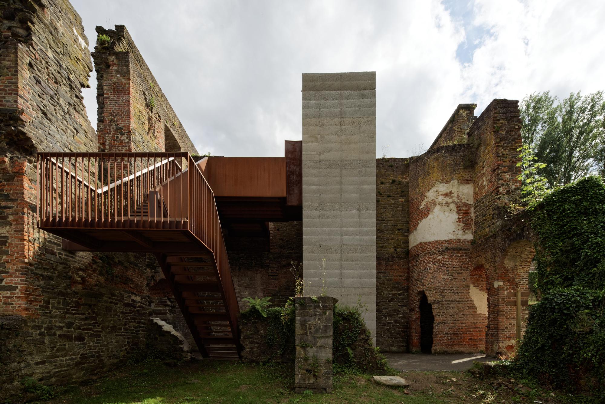 Villers Abbey Visitor Center / Binario Architectes | ArchDaily