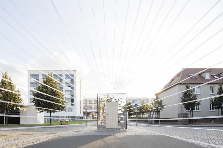 """""""Circus, Circus"""" leva intervenções arquitetônicas à Bauhaus Dessau, Bauhaus Festival 2016. Imagem © Laurian Ghinitoiu"""