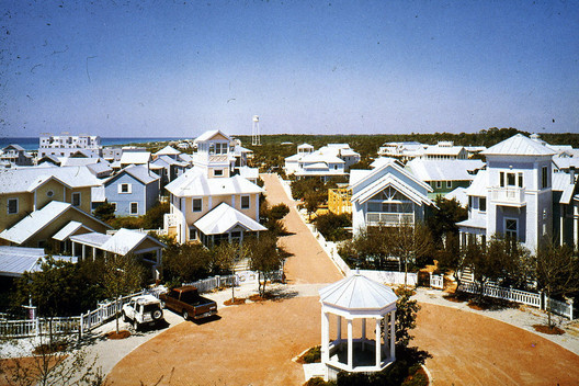 Seaside, Florida was one of Duany and Plater-Zyberg's early attempts at New Urbanism. Image © <a href='https://www.flickr.com/photos/steve_tiesdell_legacy/27854328375'>Flickr user steve_tiesdell_legacy</a> licensed under <a href='https://creativecommons.org/licenses/by/2.0/'>CC BY 2.0</a>