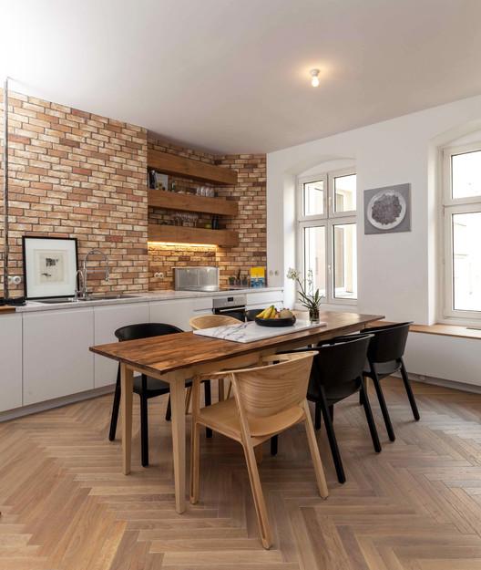 Kitchen Feature Wallpaper: Brew Box Pad / Itay Friedman Architects