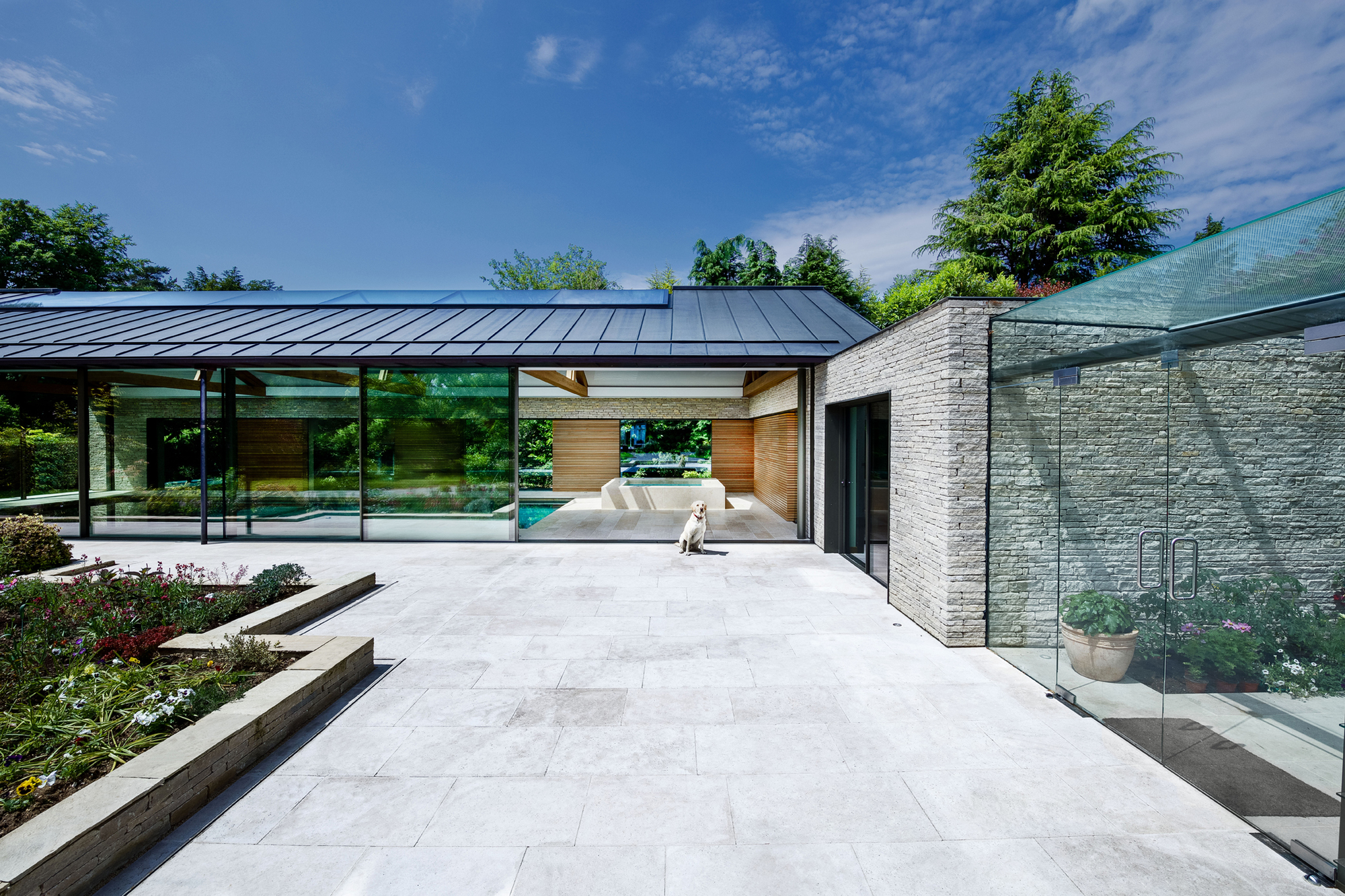 The pool house re format archdaily for Pool and pool house