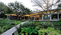 House in Constantia Valley / Metropolis Design