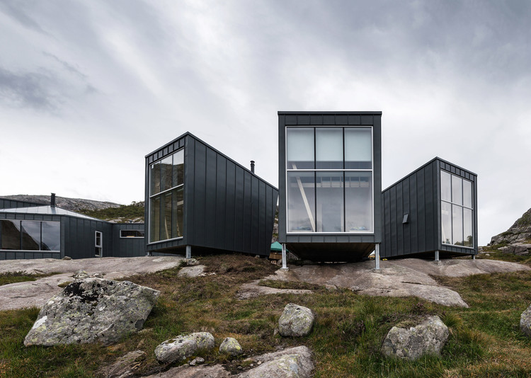 Skåpet Mountain Lodges in Soddatjørn / KOKO architects, © Tonu Tunnel
