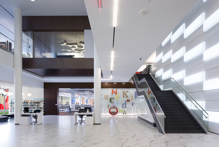 Biblioteca Pública Cedar Rapids / OPN Architects, © Main Street Studio - Wayne Johnson