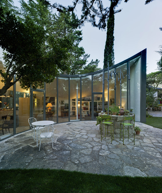 Single house re using a former water cistern valdivieso - David frutos ...