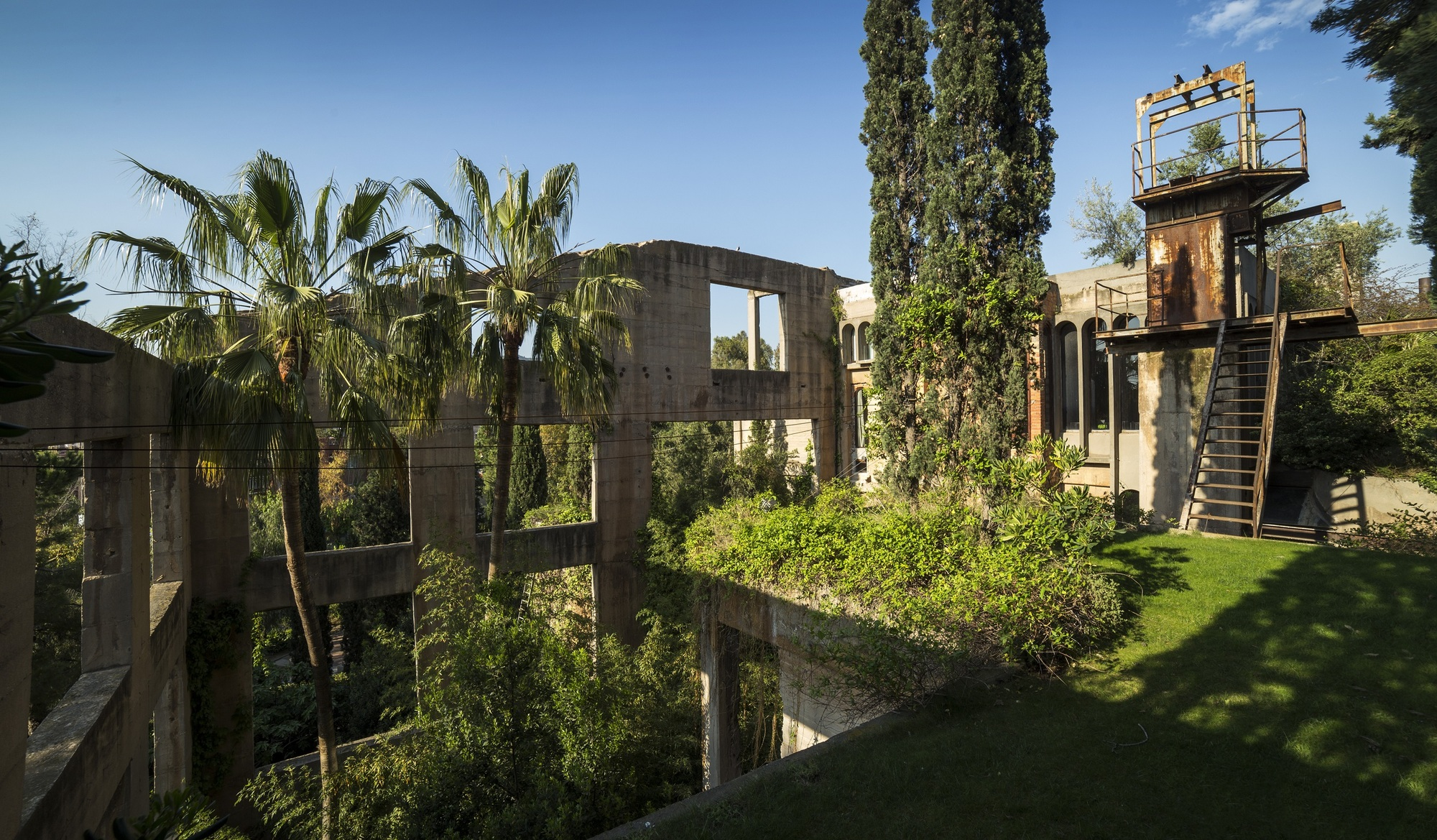 Gallery of ricardo bofill why are historical towns more - Fabrica de sofas barcelona ...