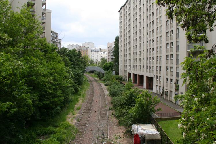 Paris planeja inaugurar espaços públicos em linha de trem abandonada, Rue de la Mare no distrito 20. Imagem © Prefeitura de París