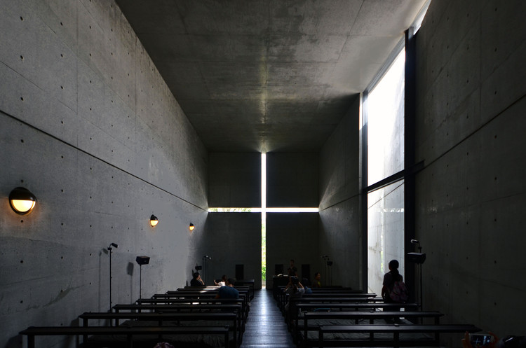 Em foco: Tadao Ando, Church of the Light. Image © <a href='https://www.flickr.com/photos/hetgacom/22029029686'>Flickr user hetgacom</a> licensed under <a href='https://creativecommons.org/licenses/by-sa/2.0/'>CC BY-SA 2.0</a>