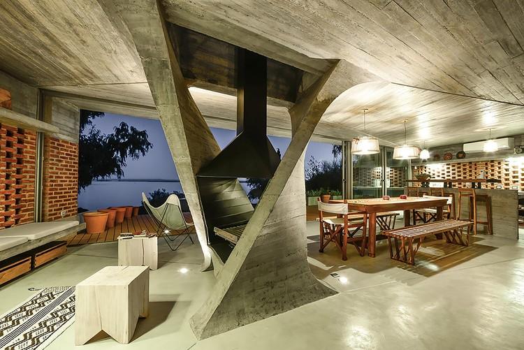 Casa de Una Columna / NE-AR © Mike Mercau