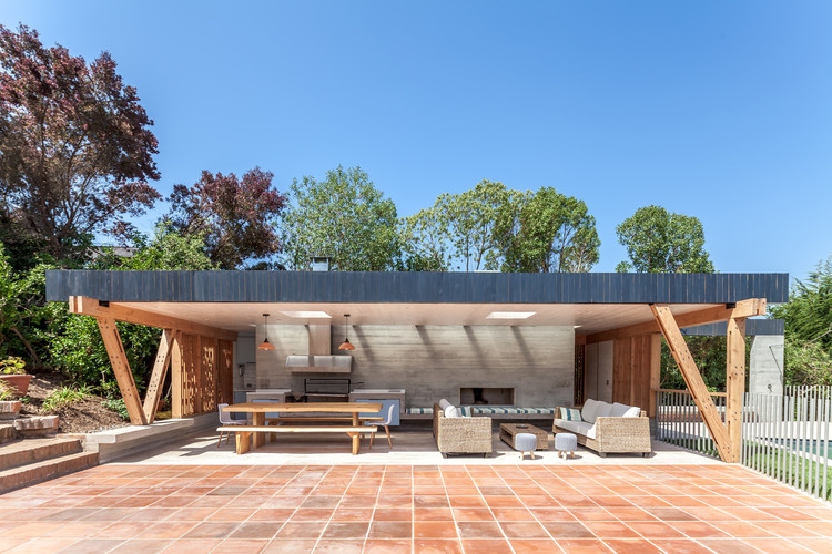 18 Beautiful Barbecue Areas for Summer, Pabellón de Playa / PAR Arquitectos © Diego Elgueta