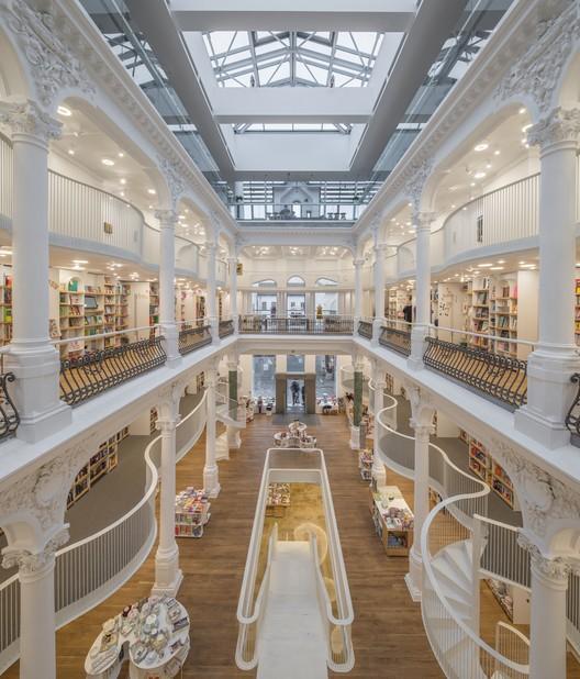 Carturesti Carusel / Square One | Plataforma Arquitectura