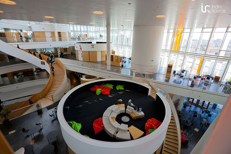 O que as escolas mais inovadoras do século XXI têm? 8 exemplos que você precisa conhecer, Ørestad Gymnasium / 3XN. Imagem © Flickr User: [Indire], sob licença CC BY-SA 2.0