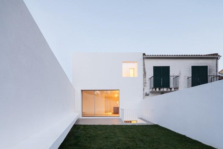 House in Caramão da Ajuda / phdd arquitectos, © Francisco Nogueira