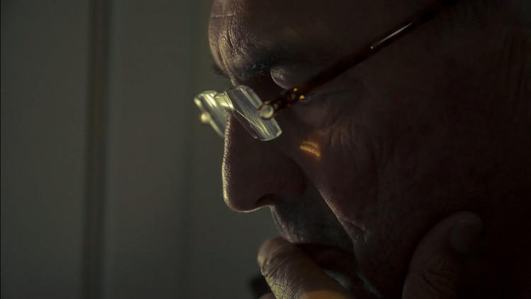 """REM: un estudio retroactivo y redactado del arquitecto vivo más grande del mundo, Rem Koolhaas, el protagonista epónimo de """"REM"""". Imagen © Tomas Koolhaas"""