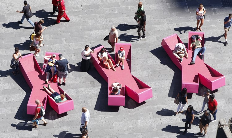 J. Mayer H. Fills Times Square With X-Shaped Lounge Chairs, © Rob Kassabian @ RK Films, rob@robkphoto.com