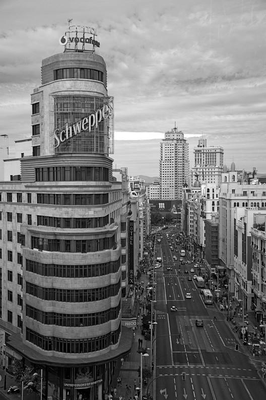 Clásicos de Arquitectura: Edificio Carrión / Luis Martínez Feduchi y Vicente Eced y Eced, © Flickr User: [Alberto Cabelo], bajo licencia CC BY-SA 2.0