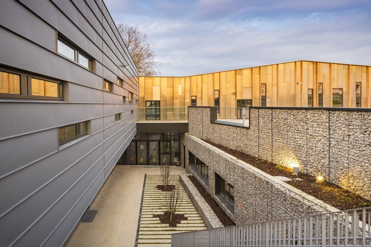 Escuela Bezons Angela Davis  / archi5 + Tecnova Architecture, © Sergio Grazia