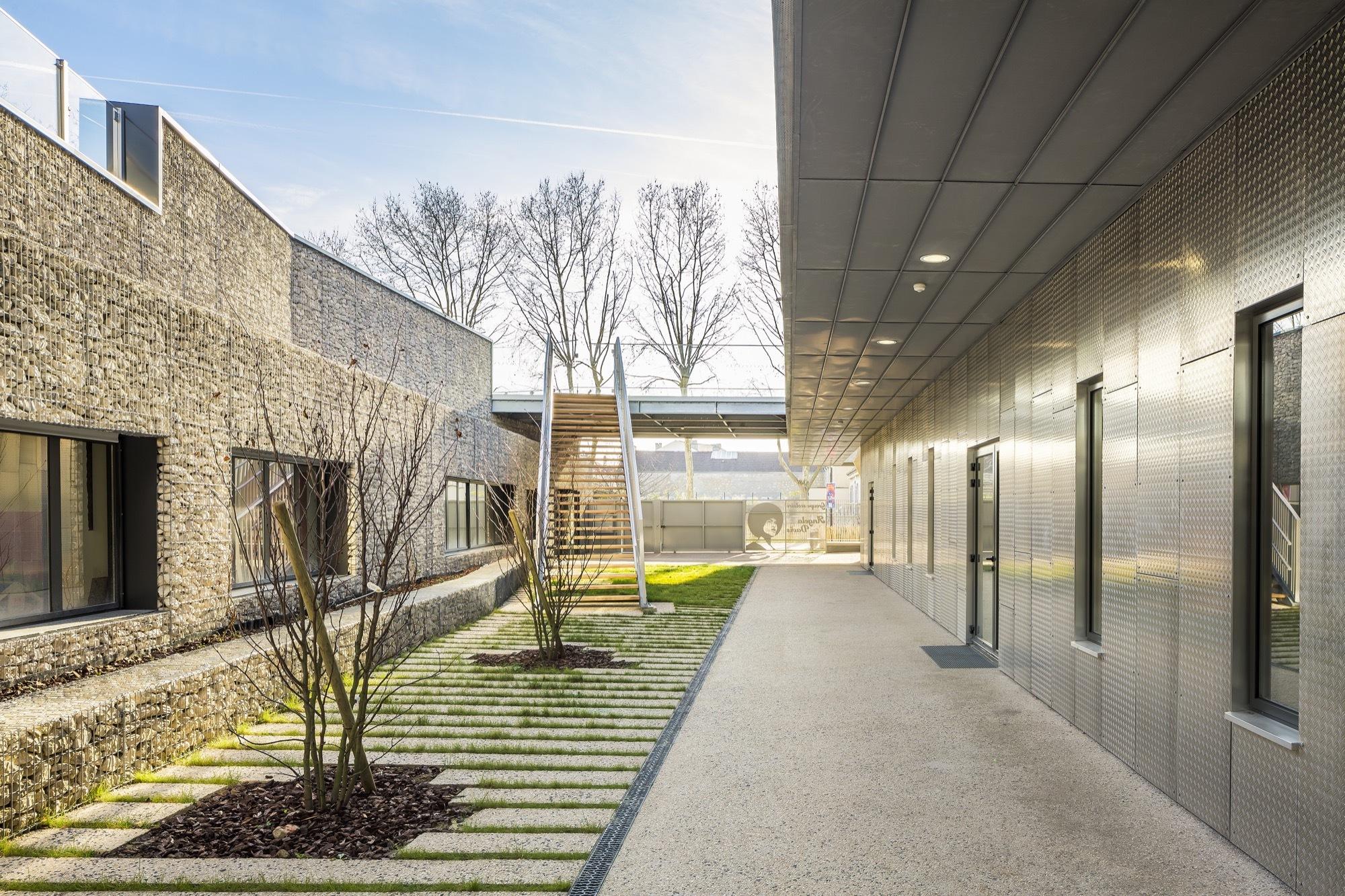 Galer a de escuela bezons angela davis archi5 tecnova for Arquitectura de interiores universidades