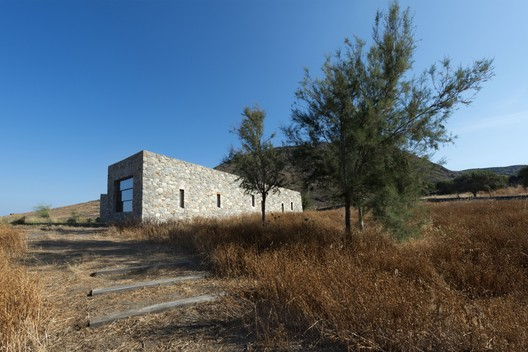Syros House / Katerina Tsigarida Architects