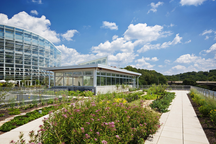 AIA Study Finds Health Impacts Becoming A Design Priority for Architects & Owners, Center for Sustainable Landscapes / The Design Alliance Architects. Image © Denmarsh Photography