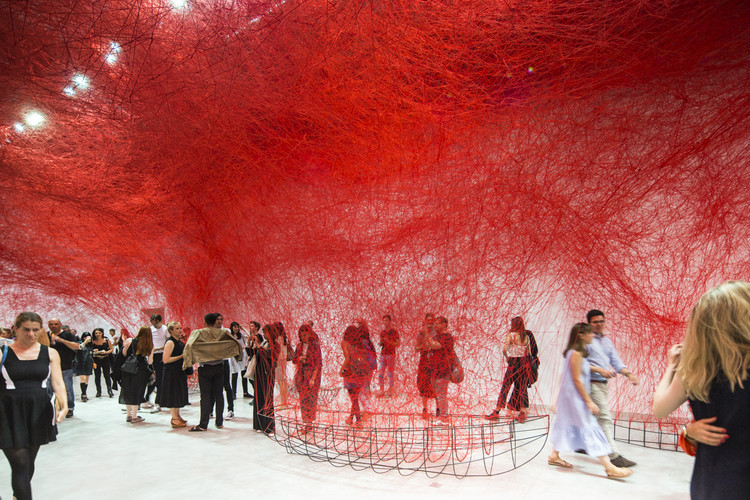 "Exhibition: Chiharu Shiota ""Uncertain Journey"", ""Uncertain Journey"" / Chiharu Shiota. Image © Laurian Ghinitoiu"