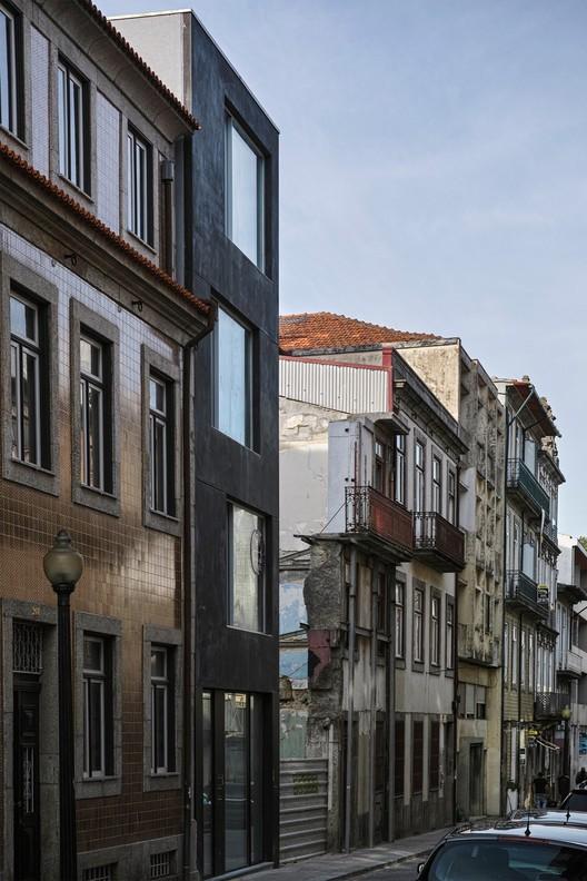 Residential Building / Paula Santos Arquitectura, © Alberto Plácido