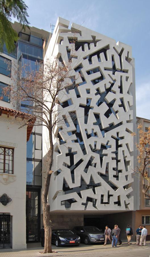 Hotel Cumbres Lastarria  / RE Arquitectos