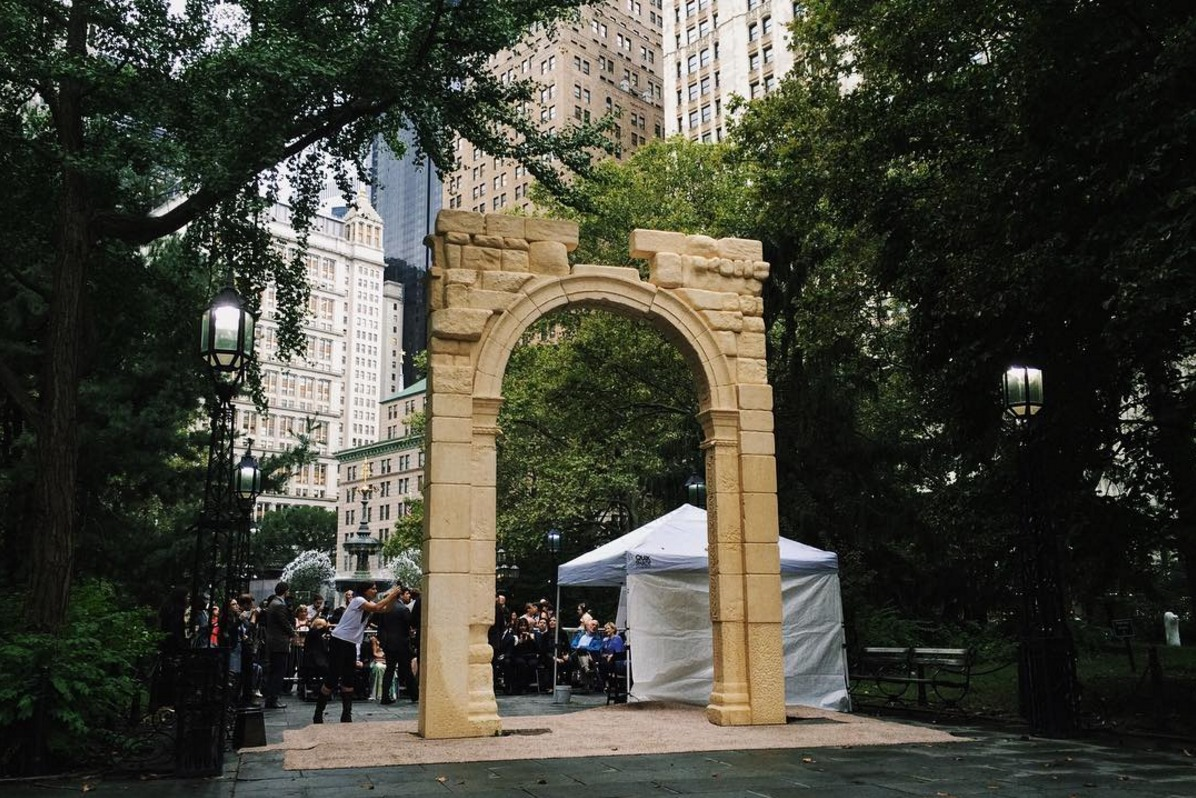 3d printed replica of syrian arch destroyedisis erected in new