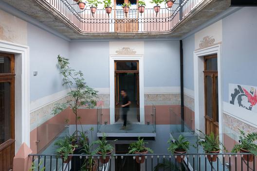 Edificio Poniente 309 / Neorestauro Estudio