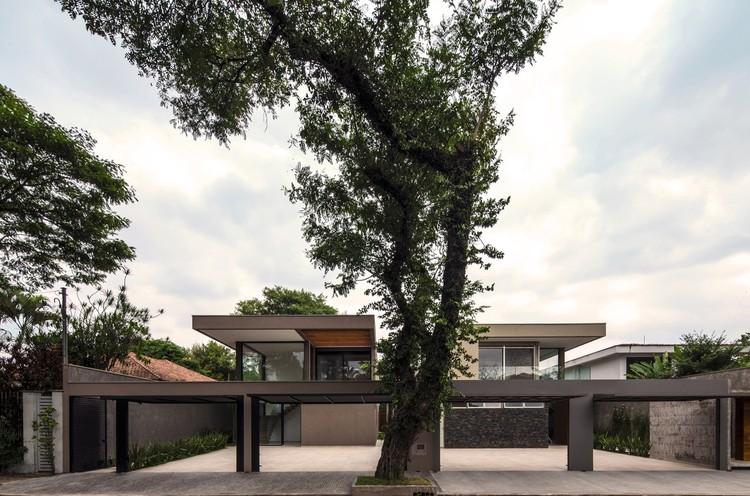 Material em Foco: Casas Hermanas por Drucker Arquitetos Associados , ©  Ruben Otero