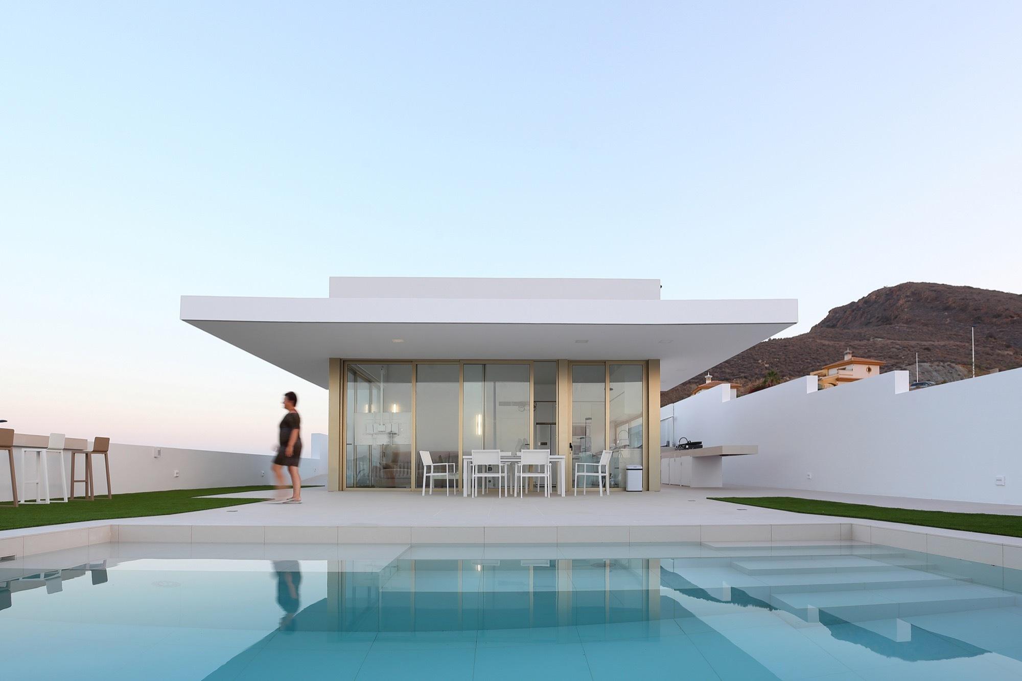 Casa con porche en voladizo pepa d az plataforma - Que es un porche en arquitectura ...