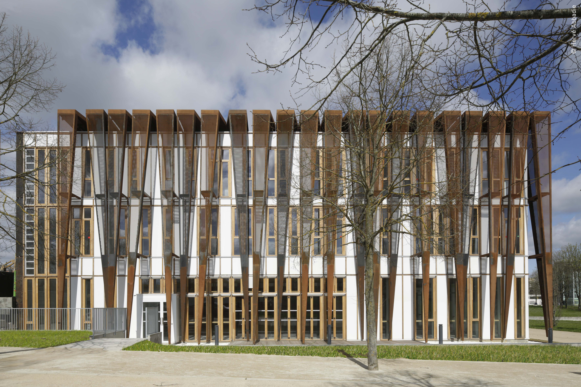 Versailles saint quentin university students headquarters for Architecte versailles