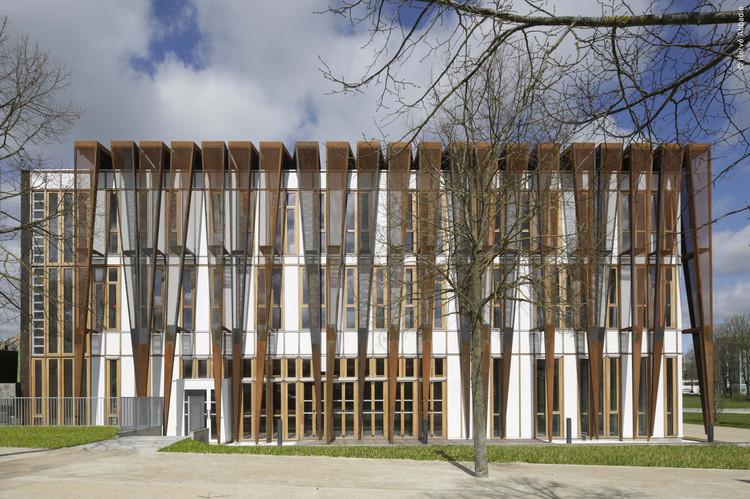 Sede de la Universidad Saint-Quentin de Versalles / Fabienne Bulle architecte & associés, © Hervé Abbadie
