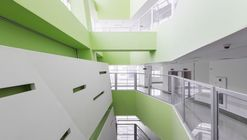 Hospital Pars / New Wave Architecture