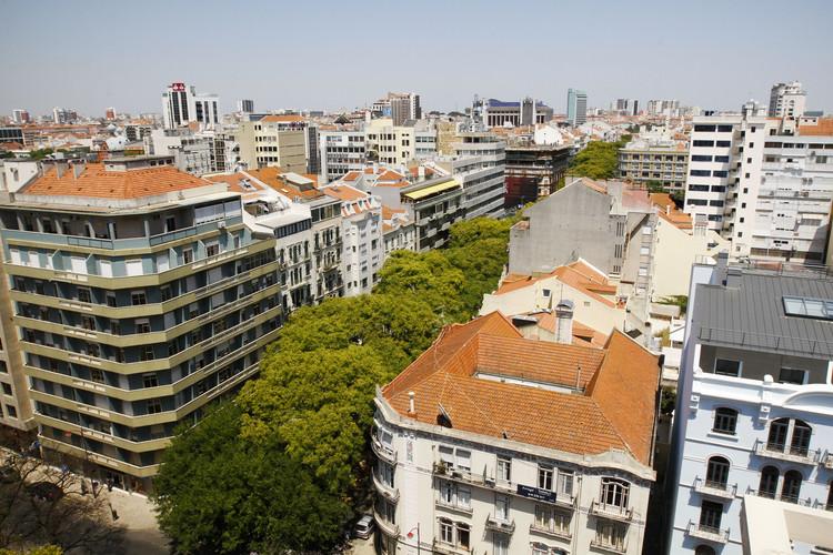 Bairros de São Paulo e Lisboa entre os mais criativos do mundo segundo a Metropolis Magazine, Avenidas Novas em Lisbon. Imagem © <a href='https://commons.wikimedia.org/wiki/File:Lisboa_Avenida_Novas.jpg'>Wikimedia user Cruks</a> licensed under <a href='https://creativecommons.org/licenses/by-sa/3.0/deed.en'>CC BY-SA 3.0</a>