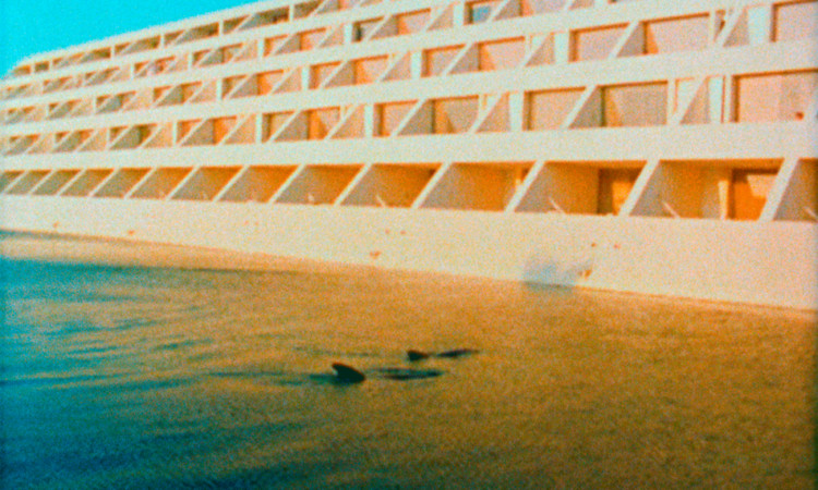 4ª Trienal de Arquitectura de Lisboa: Satélites: Instalações Ruínas do Apocalipse, Cities of Gold and Mirrors (Film Still), 2009 ©Cyprien Gaillard, cortesia Spruth Magers and Laura Bartlett Gallery, Londres. Image © Cyprien Gaillard