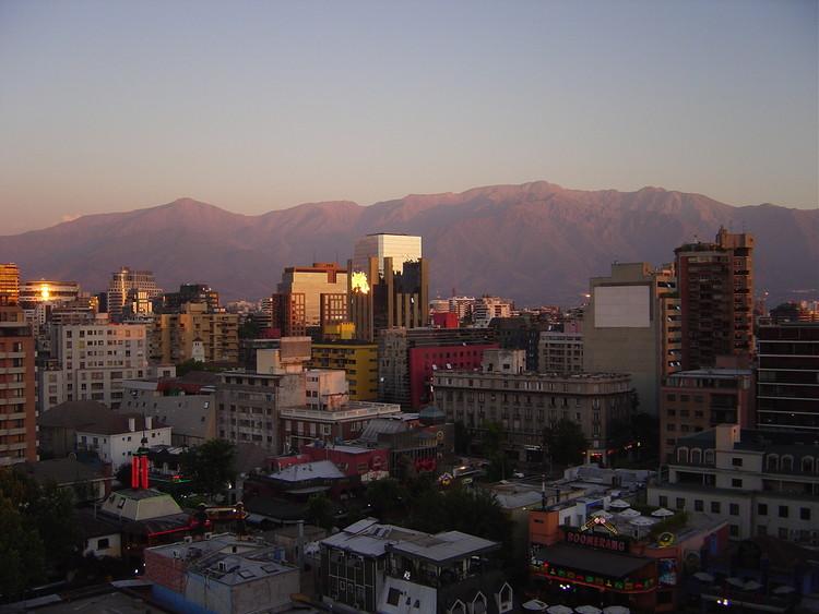 El rol público y político del arquitecto en Chile: Hacia un arquitecto que lidere la construcción de ciudad, © Wikipedia User: Metaforico, Licensed under Public Domain