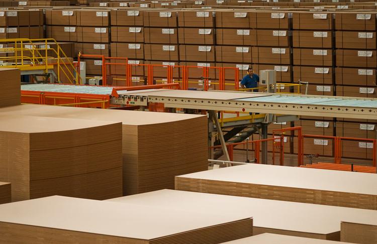 Conheça o processo de extração da madeira para uso em pisos e revestimentos, via Duratex