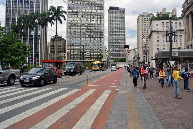 Avança consenso em São Paulo sobre prioridade para transporte coletivo, pedestres e ciclistas / Raquel Rolnik