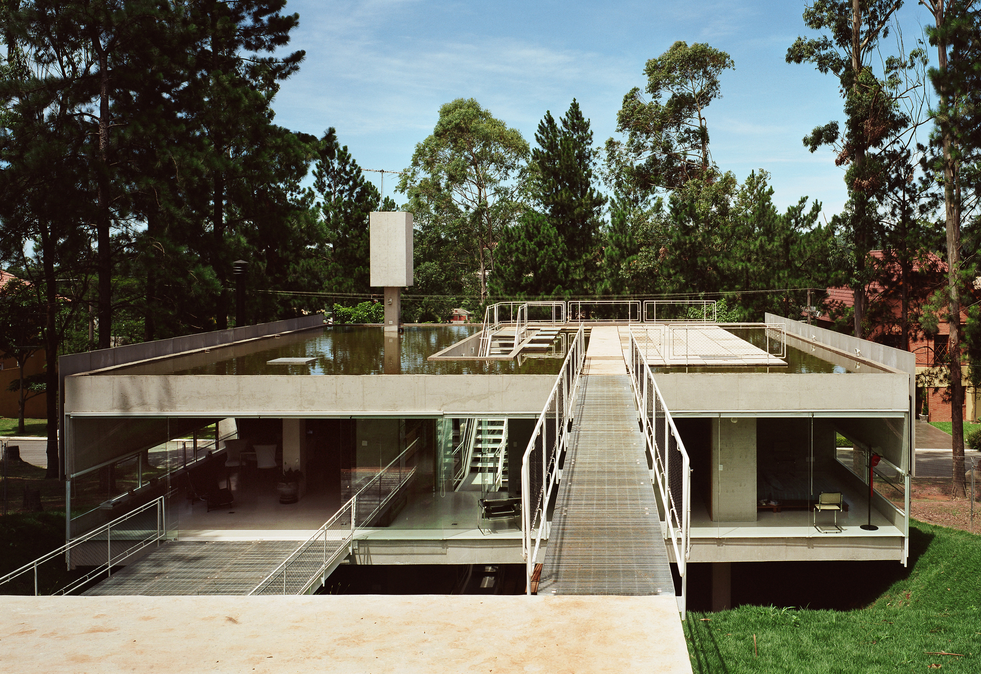 Casa en Aldeia da Serra / MMBB Arquitetos + SPBR Arquitetos