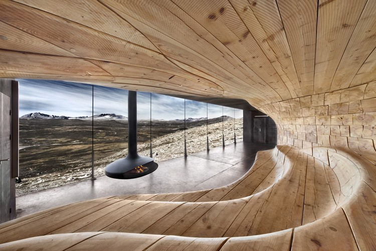 Lost in the Landscape: Snøhetta's Wild Reindeer Center Pavilion, Filmed in 4K, The Norwegian Wild Reindeer Pavilion in Tverrfjellhytta. Image Courtesy of Snøhetta