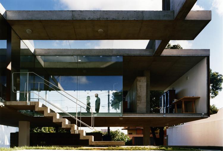 Casa em Ribeirão Preto  / SPBR Arquitetos + MMBB Arquitetos, ©  Nelson Kon
