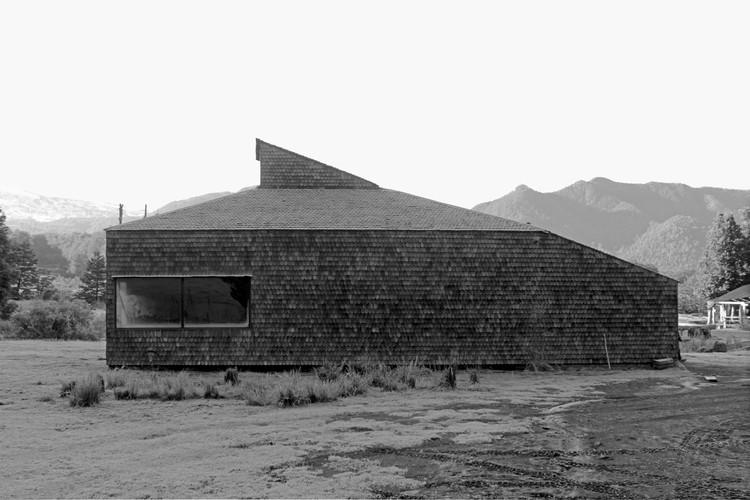 Arquitecturas de Autor: Primera Exposición de Arquitectura Emergente en el Maule / Talca, Quincho Gorro Capucha. Autor: GrupoTalca. Villarrica, 2008. Image © Natalia Franco Meza