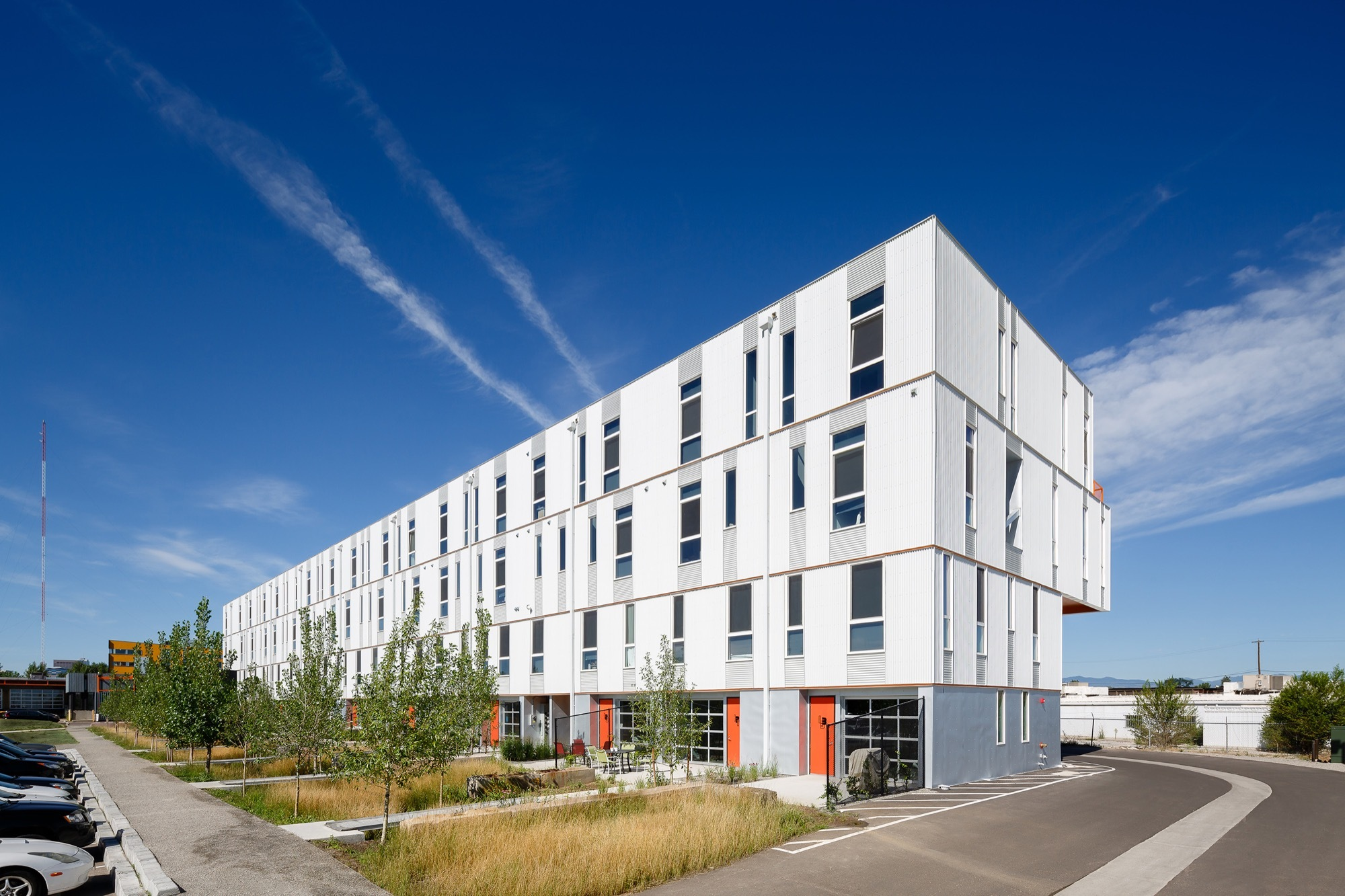 Freight Residences / Dynia Architects