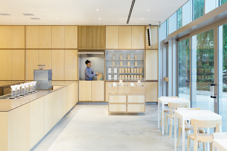 Café Blue Bottle en Roppongi  / Schemata Architects, © Takumi Ota