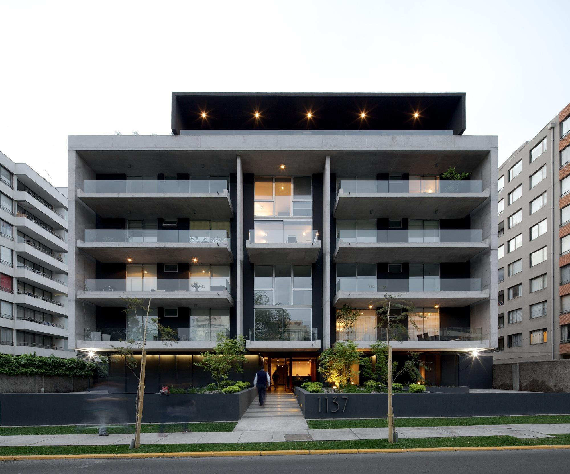 Galer a de edificio piacenza sml arquitectos tri for Edificios minimalistas