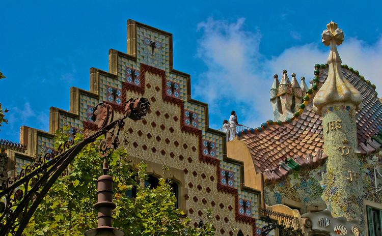 Instituto Tomie Ohtake traz exposição com trabalhos de Gaudí a São Paulo, Casa Batlló (1906). Image © Ian Gampon, via Flickr. Licença CC BY-ND 2.0