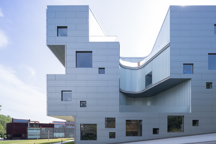 Visual Arts Building at the University of Iowa / Steven Holl Architects, © Iwan Baan