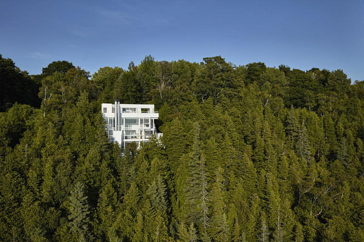Spotlight: Richard Meier, Douglas House, Harbor Springs, Michigan. Image © James Haefner courtesy of Michigan State Historic Preservation Office