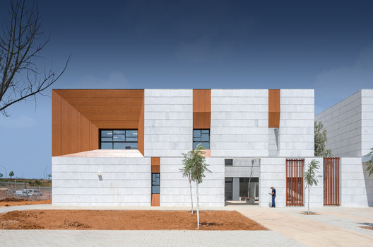 Kfar Saba Primary School / Regavim + architects